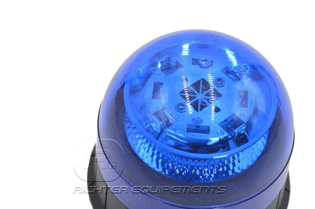 Gyrophare LED bleu 12-24 volt en gros plan