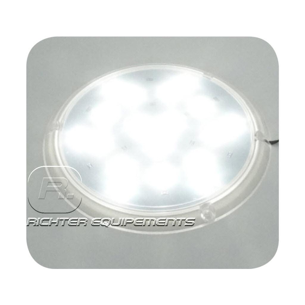 Plafonnier LED 12v 800 lumens allumé en gros plan